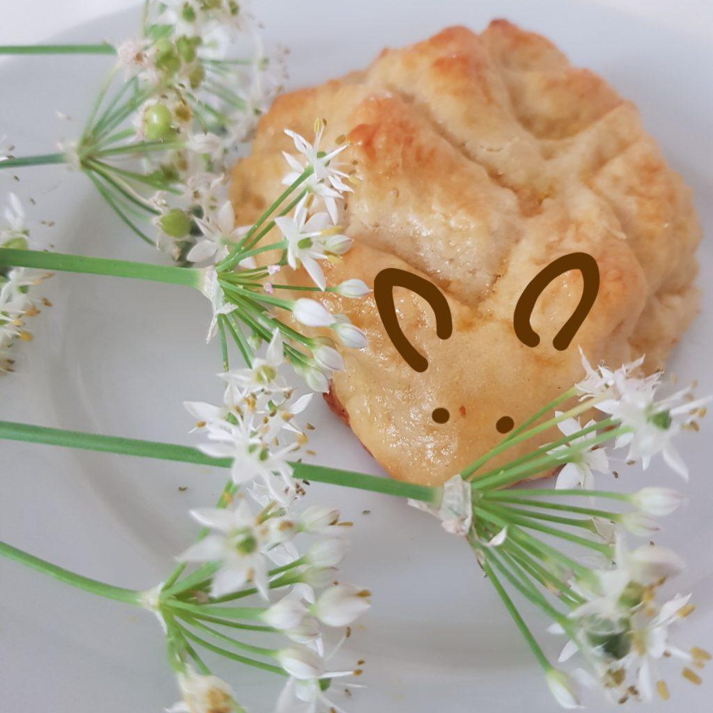 Quarkteig Tiere Maus Rezept Igel Mit Blumen Als Dekoration Auf Weissem Teller 2